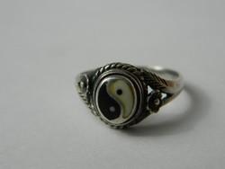 Jelzett ezüst feng shui szimbolumos ezüst gyűrű.