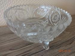 3 lábon álló csiszolt üveg (kristály) kínáló tálka