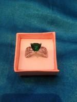 Zőld kőves gyűrű