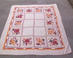 Selyem damaszt virágos asztalterítő 150x130 cm