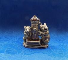Német  porcelán malacok a kútnál figura  8 cm (po-2)