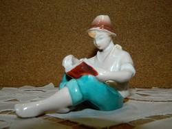 Drasche olvasó fiú.