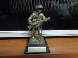 Royal Hampshire ón szobor: brit gyalogos katona, 1944