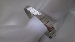 Ezüst,tükörfényes lapkákból álló különleges karkötő