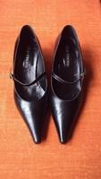 Fekete olasz, VERO CUOIO márkájú finombőr,pántos magassarkú körömcipő,38-as méretben.
