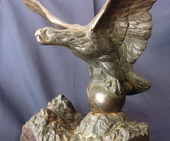 Antik irredenta öntöttvas Turul szobor