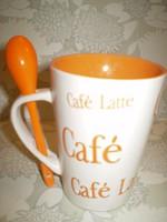 Bögre vásár kiárusítás: Cafe Latte kerámia reggeliző bögre kanállal 3dl.