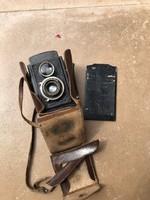 Régi fényképezőgép bőr tokjába