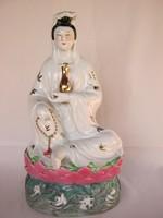 Hatalmas porcelán Kuan Yin istennő