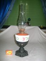 Antik asztali petróleum lámpa áttört mintás öntöttvas talpon