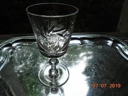 Kristály talpas pohár forgó rozettákkal,gazdag csiszolatokkal