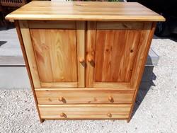 Eladó egy kis gyerek szekrény vagy komód polcos és fiókos. Bútor szép állapotú, teljesen fából van ,