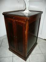 Nagyon szép antik magas, karcsú, szecessziós kis komód / szekrényke az 1910-es évekből