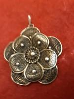 Antik  nagy méretű  medál  800 as ezüst  ötvős  ékszer