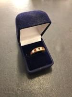Arany gyűrű brillel és rubintal