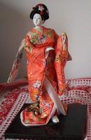 Japán gésa selyem kimonóban. KÉZI MUNKA AJÁNDÉKNAK IS