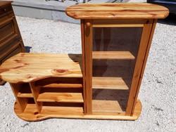 Eladó egy fenyő vitrines  komód, tv szekrény.  Bútor szép állapotú .