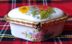 Szép virágos apró ékszeres dobozka