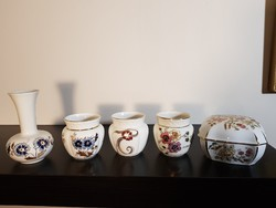 Zsolnay porcelánok egy csomagban.