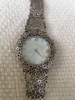 Izraeli ezüst óra extra mutatós