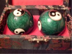 Antik, Chinai 22 karátos + Arannyal Is  !jin-jang Zenélő,márvány Dísz dobozban