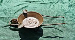 Chilei réz érmés talicskát mintázó hamutartó