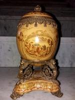 Empire stilusú - tojás alakú dísztárgy - porcelán és réz kombináció díszítéssel
