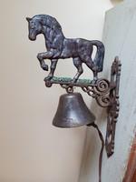 Nagyméretű öntöttvas lovas ajtócsengő