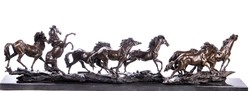 Vágtató lovak - Óriási bronz szobor