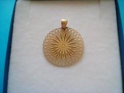 Nagyméretű aranyozott ezüst medál