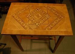 Intarziás előszoba asztalka
