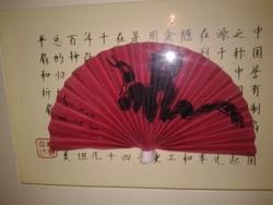 Vörös-fekete keleti 3 D-s alkotás kínai v japán írásjeles fali dekoráció,  legyezős kép