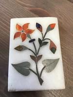 Kis márvány kép ásvány intarziával