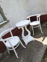 Vintage székek asztallal