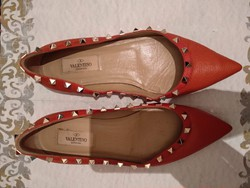 37 1/2-es szegecses Valentino női lapos sarkú alkalmi bőrcipő