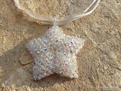 Gyöngy tengeri csillag medál törtfehér organza alapon
