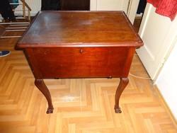 Tároló asztalka