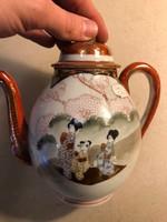 Ázsiai porcelán kancsó