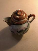 Ázsiai kicsi porcelán kancsó