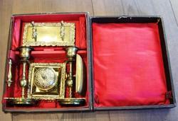 Antik 6 részes sárgaréz úti írókészlet dobozában.