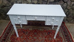 Rusztikus kis asztal