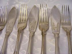 Gyönyörű, cizellált és domborított, ezüstözött, antik, 6 személyes halkés és villa evőeszköz készlet