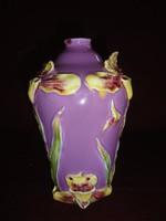 Iparművész majolika váza. Lila/sárga mintás. számozott: 6241 Több helyen javított.