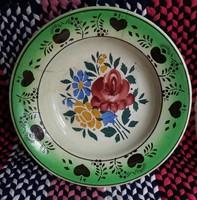 Virágmintás Wilhelmsburg  keménycserép fali tányér. Repedt, sérült.