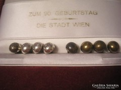 U1 Ritkaság  8-db ezüstözött pityke gomb /41./