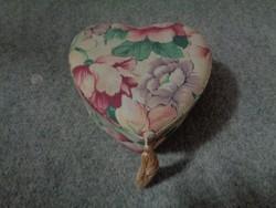 Pompás szív formájú ékszer/pipere tartó doboz