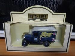 Lledo Days Gone-sorozat (1934 Chevrolet Van) Angliában gyártott fém kisautó