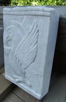 Kőfaragvány dombormű Szent János Sas carrarai márványból