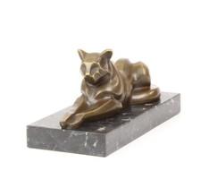 Pihenő macska bronzszobor