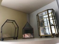 Üveg vitrinek miniatűr tartók ékszertartok
